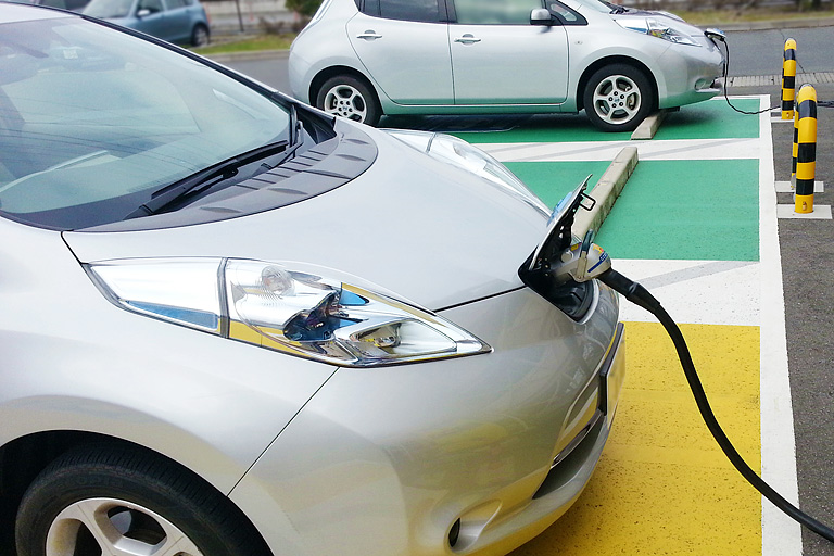 イメージ図/蓄電池、EV用充電スタンド設置